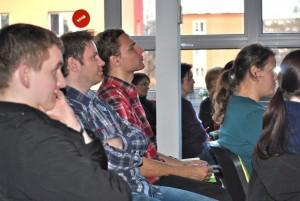 Seminář Založení a provoz občanského sdružení / V popředí diskutující host z Úspěšného klubu